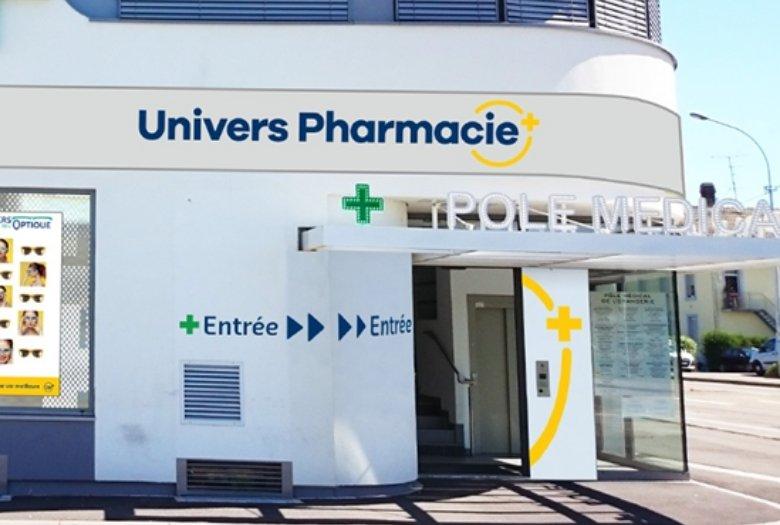 Devanture de la Pharmacie du Centre à Colmar